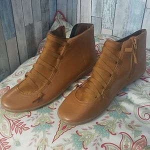 unknown Shoes - Odd little booties size 40 or US 10